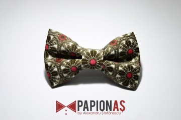 Papion Green and red flowers